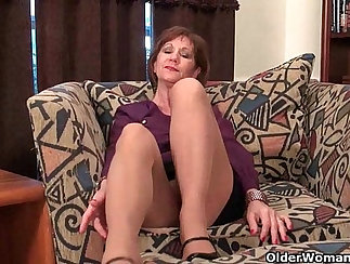 black haired mom rub a clit on Glasses