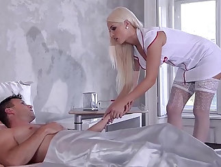 Busty nurse prefers being wet while on duty