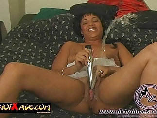 Camilla De Spencer Squirts with Joclyn Load