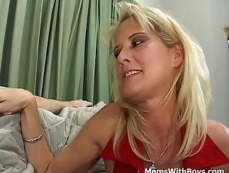 Colombian Mature Mom Explores Her Man